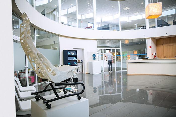 ein Autositz, ausgestellt in der Materialise-Zentrale