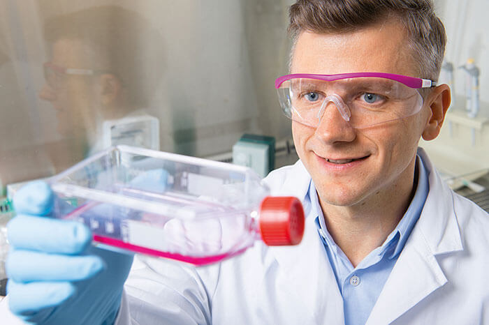 Alexander Koenig tests the solution of carrier material and nutrient medium in which the skin cells multiply.